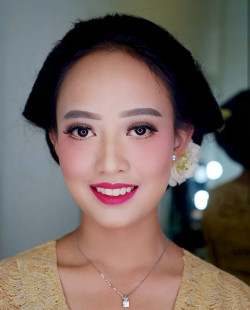Portfolio-5-Traditional-Bridesmaid-oleh-Shasha-Make-Up-di-HelloBeauty