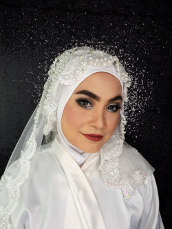 Portfolio-7-Indonesian-Bridal-Makeup-Look-oleh-Almas-Makeover-di-HelloBeauty