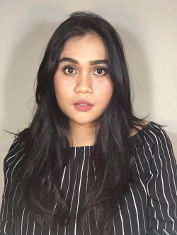 Portfolio-4-Natural-Makeup-Look-for-Kak-Clarisa-oleh-Almas-Makeover-di-HelloBeauty
