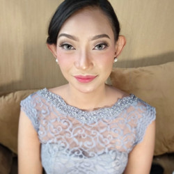 Portfolio-5-Bridemaids-makeup-for-Ms-Utamie-oleh-Maydinamakeup-di-HelloBeauty
