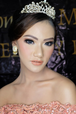 Portfolio-4-Wedding-Reception-Look-oleh-Kemuningpsmakeup-di-HelloBeauty
