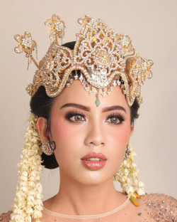 Portfolio-6-SIger-Sunda-Wedding-MakeupAttiree-by-Akarenwedding-oleh-Kemuningpsmakeup-di-HelloBeauty