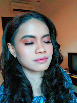 Portfolio-1-Fresh-Simple-Engagement-Makeup-oleh-Devy-Ratnanda-di-HelloBeauty