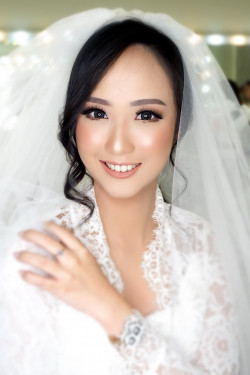 Portfolio-3-Wedding-makeup-oleh-Makeupbythika-di-HelloBeauty