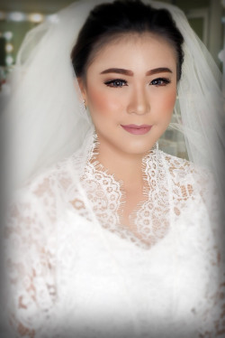 Portfolio-6-Wedding-makeup-oleh-Makeupbythika-di-HelloBeauty