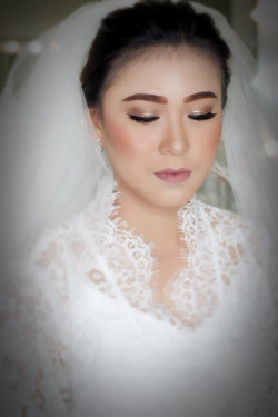 Portfolio-7-Wedding-makeup-oleh-Makeupbythika-di-HelloBeauty
