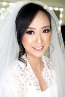 Portfolio-2-Wedding-makeup-oleh-Makeupbythika-di-HelloBeauty