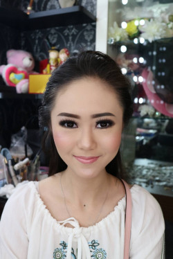Portfolio-1-Bold-Party-Makeup-oleh-Celline-Emily-di-HelloBeauty