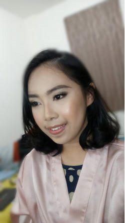 Portfolio-5-No-eyebrows-trimming-as-her-requested-oleh-brigitamakeupartist-di-HelloBeauty