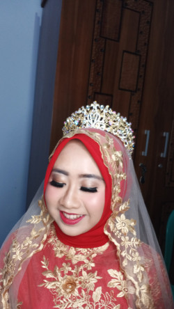 Portfolio-6-Make-Up-Resepsi-With-Airbrush-Make-Up-oleh-Henny-Afni-di-HelloBeauty