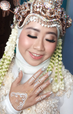 Portfolio-5-Make-Up-Akad-nikah-With-Airbrush-oleh-Henny-Afni-di-HelloBeauty