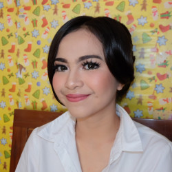 Portfolio-1-MAKEUP-HAIRDO-Engagement-oleh-Makeup-by-Ima-di-HelloBeauty