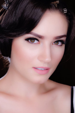 Portfolio-4-Fashion-make-up-and-hairdo-oleh-Lisa-Arisanti-di-HelloBeauty
