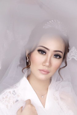 Portfolio-1-Bridal-make-up-and-hairdo-oleh-Lisa-Arisanti-di-HelloBeauty