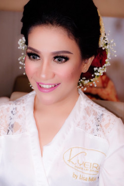 Portfolio-6-Traditional-wedding-make-up-and-hairdo-oleh-Lisa-Arisanti-di-HelloBeauty