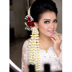 Portfolio-3-Traditional-Batak-wedding-and-hairdo-oleh-Lisa-Arisanti-di-HelloBeauty