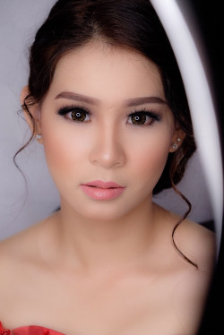 Portfolio-5-Graduation-make-up-and-hairdo-oleh-Lisa-Arisanti-di-HelloBeauty