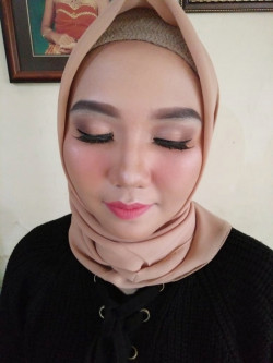 Portfolio-7-Prewedding-Make-up-oleh-Ajeng-Pratiningtias-di-HelloBeauty