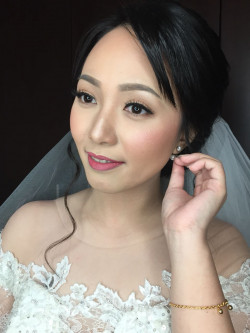Portfolio-3-Wedding-Makeup-oleh-Friska-Christina-di-HelloBeauty